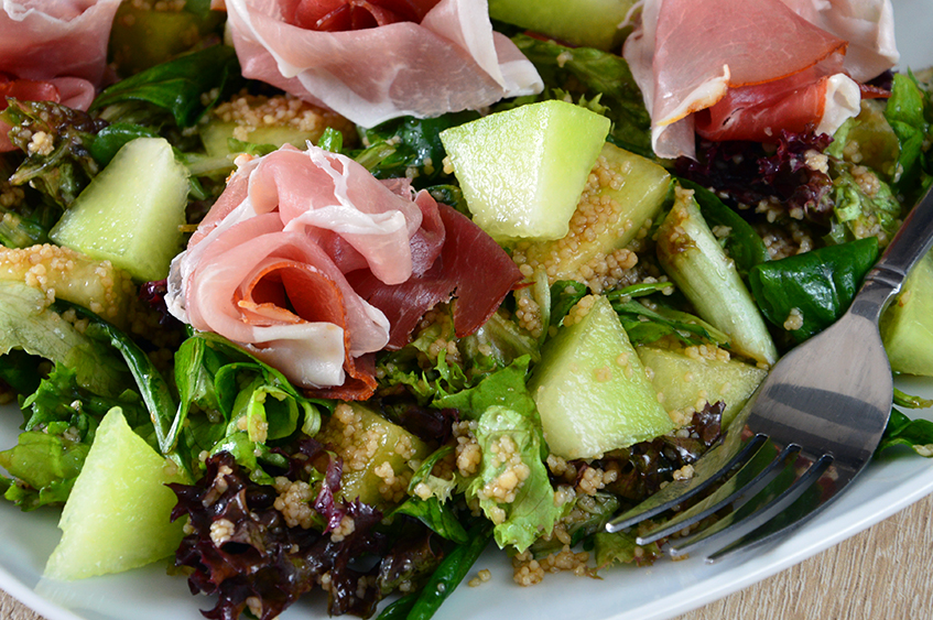 Ham-melon salad with couscous
