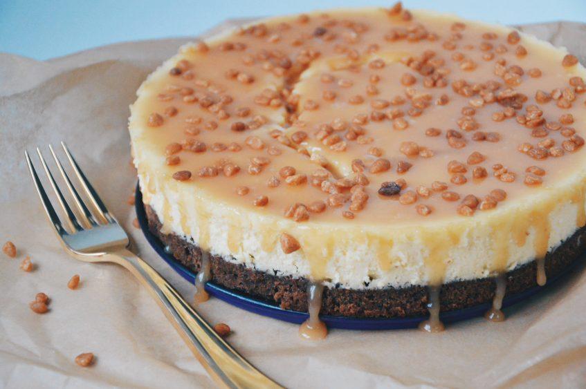 Obesecake: brownie vanille cheesecake met karamelsaus
