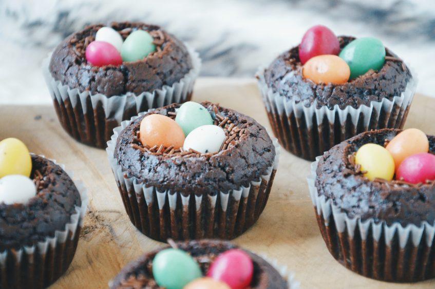 Pasen: muffinnestjes met paaseieren