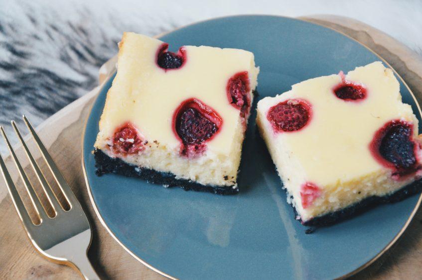 Witte chocolade cheesecake met framboos en Oreo