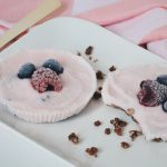 Frozen yoghurt cups met fruit en Coco pops