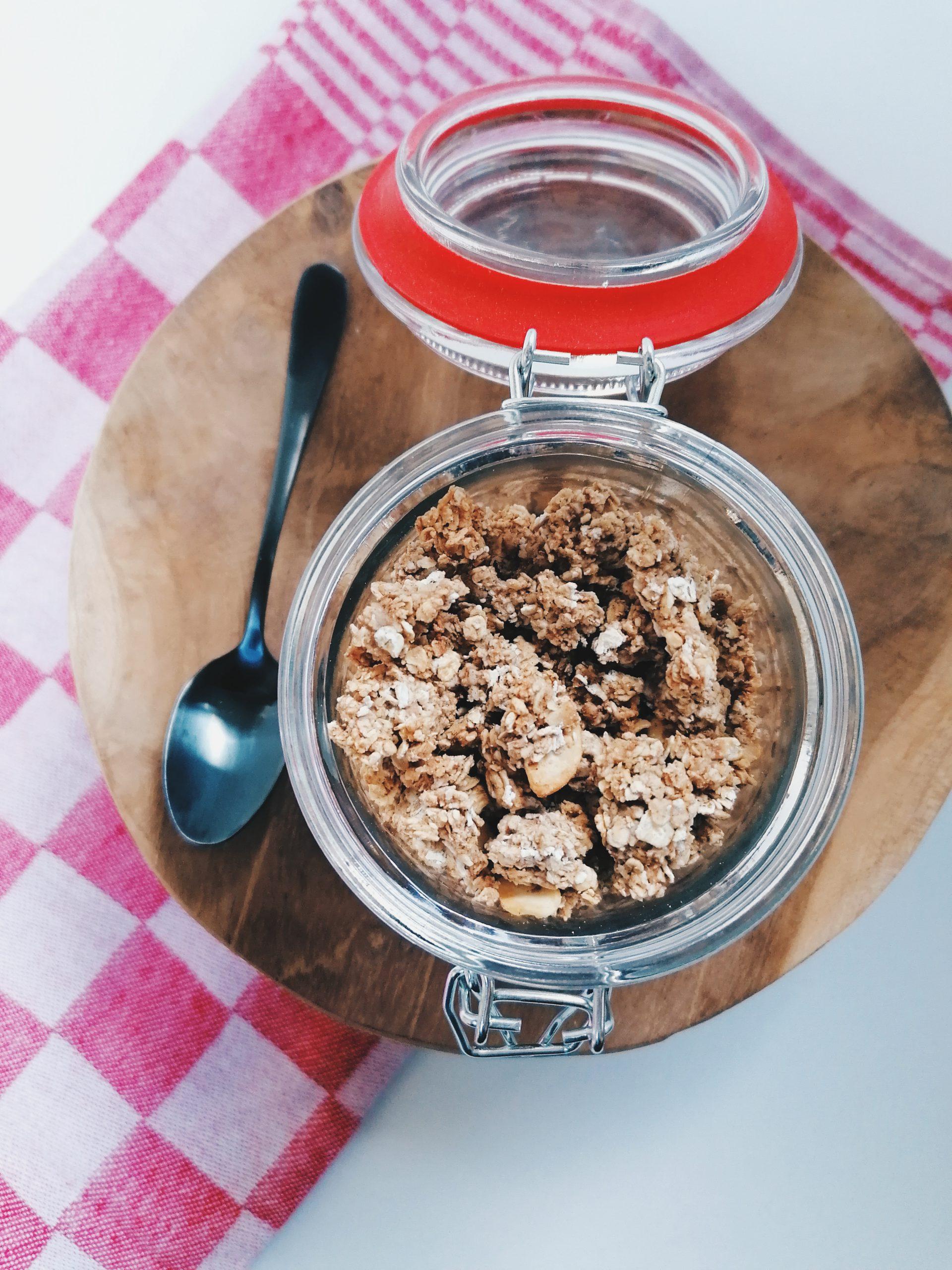 Homemade speculaas granola met noten